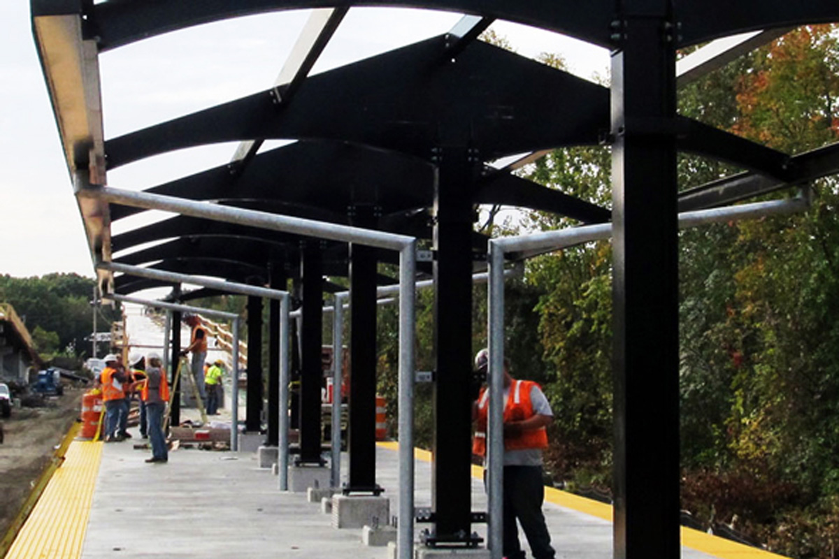Installing roof supports over the station platform