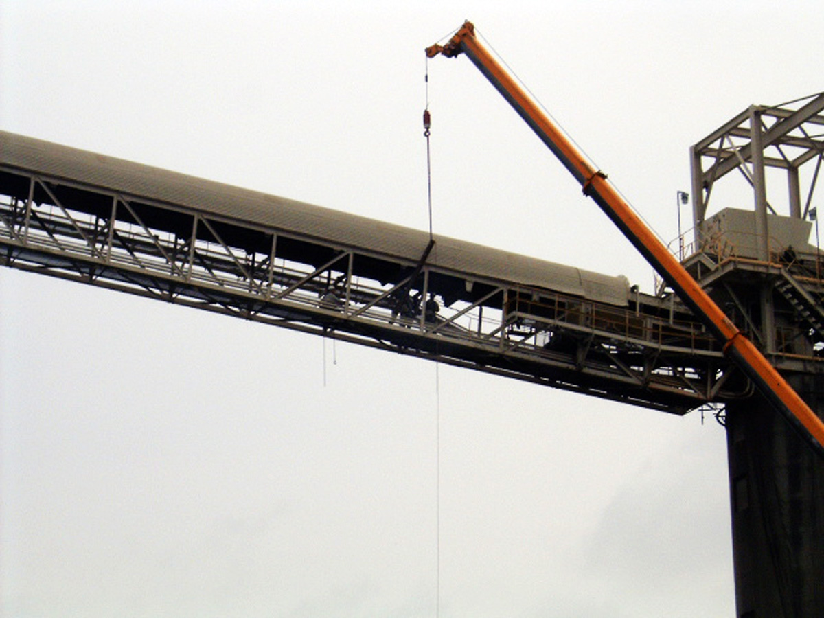 Special rigging and hoisting was required for the large pipe sections