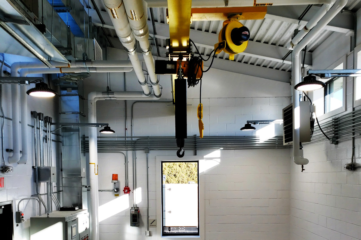 An overhead crane and monorail in the main room of the pump station