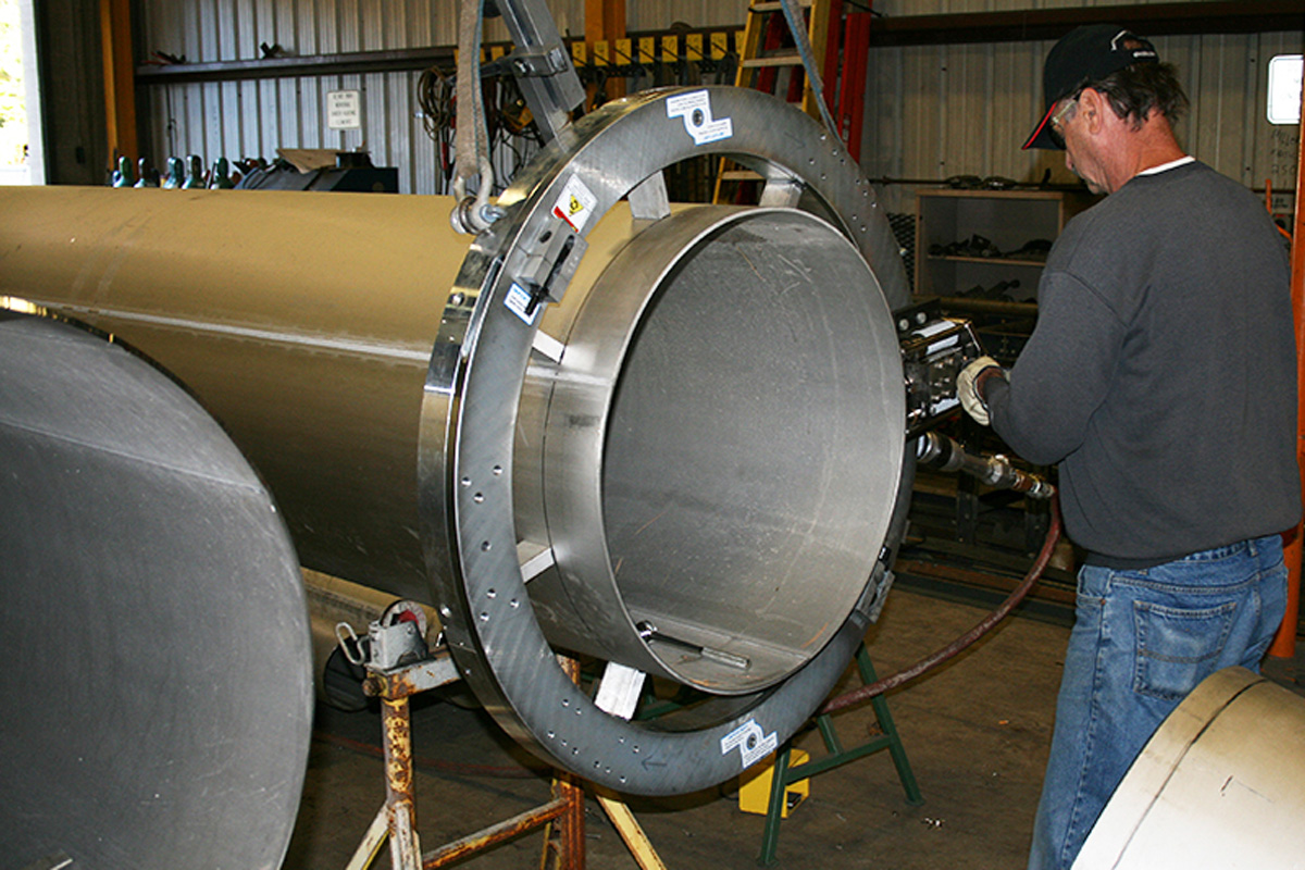 Prepping stainless steel pipe for a weld joint
