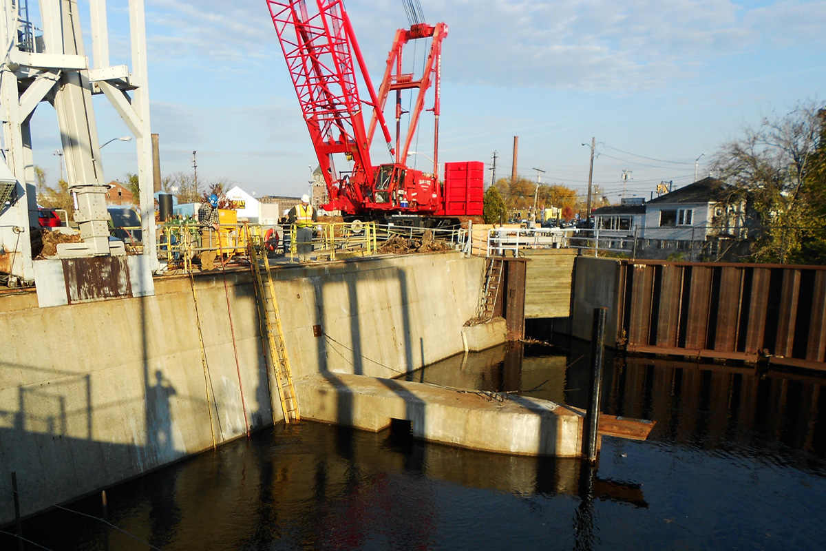 Hydro dam setup for removal of the trashracks and repair of the 70 foot deep cofferdam